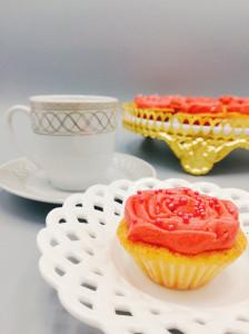 Minicupcakes mit Rosen aus amerikanischer Buttercreme